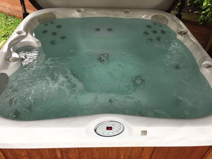 jacuzzi-hot-tub-clean-blue-water-bubbles