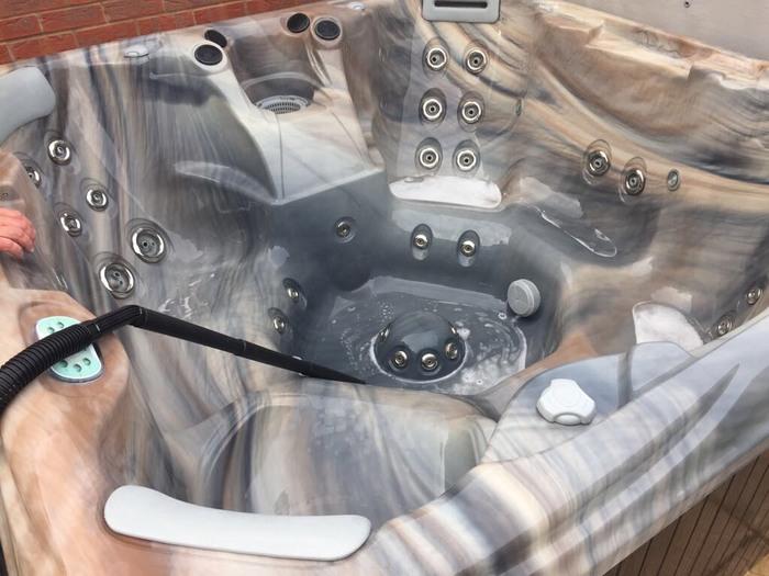 vacuum-hot-tub